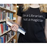 "T-Shirt - ""I'm a librarian... Not a magician"""